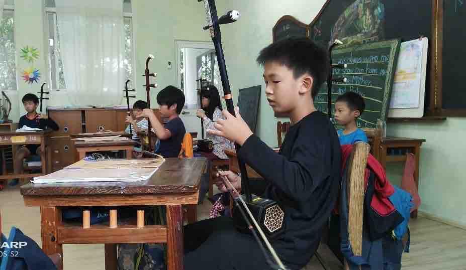 照海華徳福國小音樂課六年級二胡